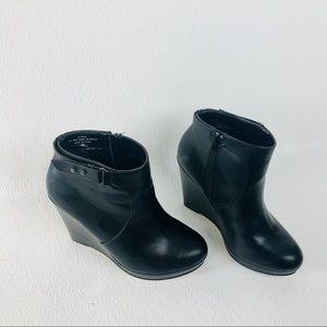 Torrid 10 Wide Women's Zip Up Ankle Boots Booties